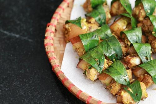Thịt xiên nướng lá móc mật