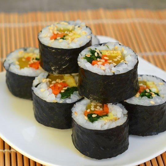 huong-dan-cach-lam-com-cuon-rong-bien-kimbap-han-quoc-2