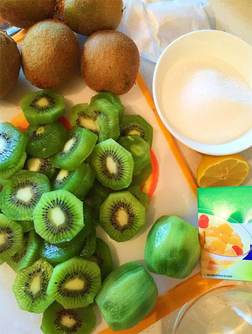 Thơm ngon kẹo cuộn kiwi cho bé 1