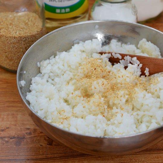 huong-dan-cach-lam-com-cuon-rong-bien-kimbap-han-quoc-3